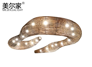 大型蛇形吊灯